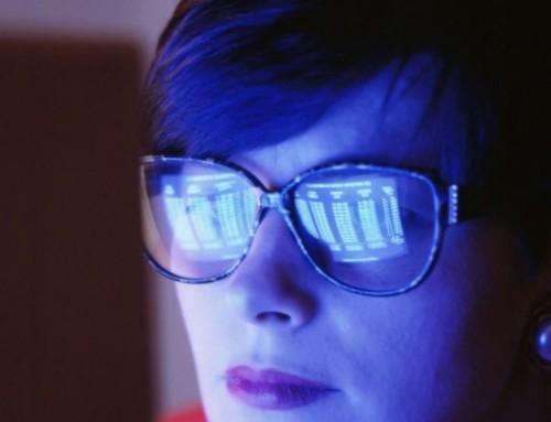 Qu'est-ce que la lumière bleue et comment nuit-elle à vos yeux ?